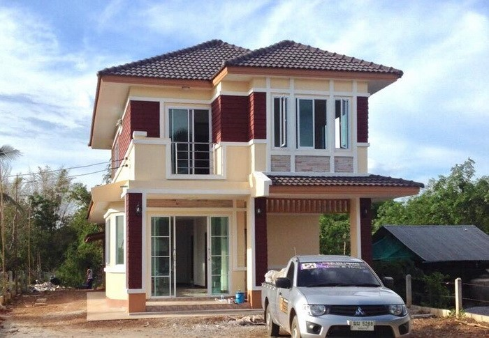 This contemporary two-storey house provides comfort and luxury.